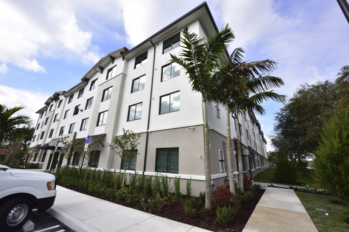 West Palm Beach Senior Apartments ext